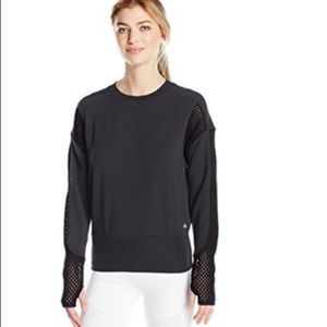 NWT Alo Yoga Formation Long-Sleeve Top in black!